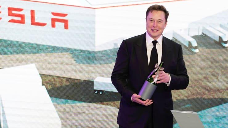 Tesla проведет допэмиссию акций на два миллиарда долларов