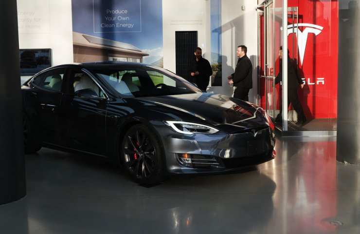 Tesla sell their shares at a five percent discount