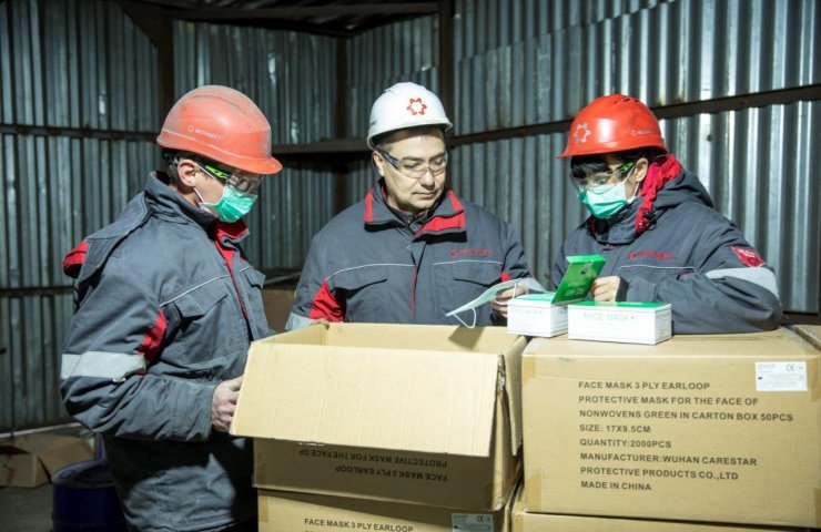 On the Mariupol plants of Rinat Akhmetov started the supply of protective masks and gloves