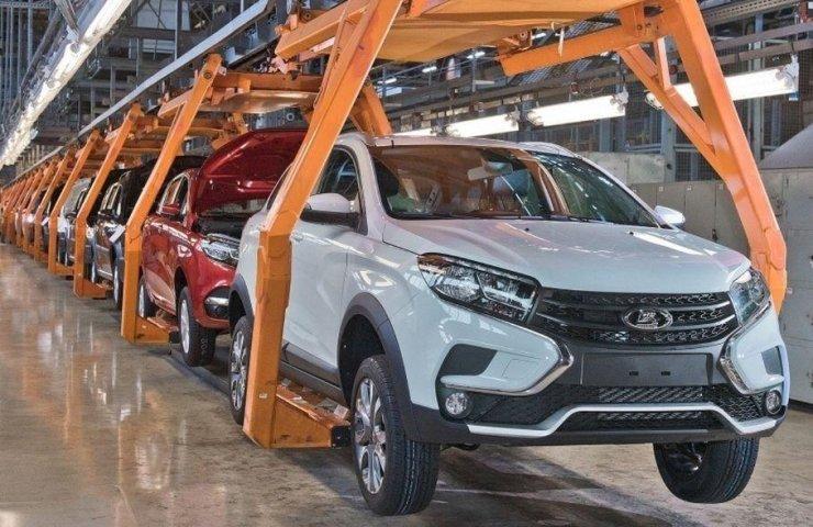 Продажи АвтоВАЗа уменьшились неменее чем втрое