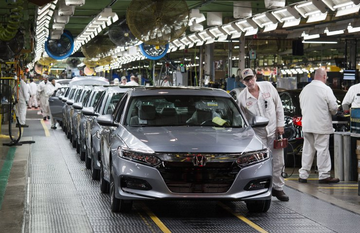 Japanese automakers cut global sales in June by 21.3%