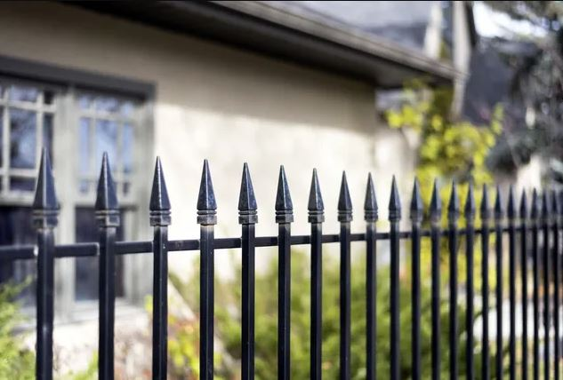 Metal fences: features of choice