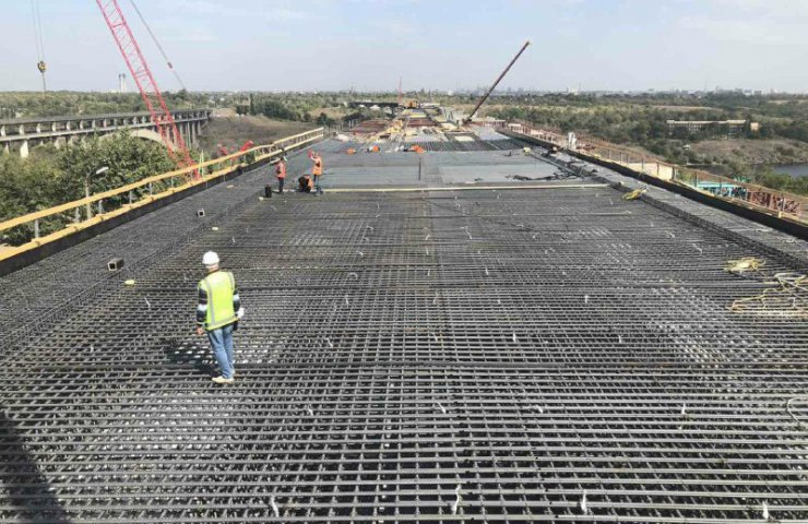 ArcelorMittal Kryvyi Rih provided almost half of the demand for rolled metal for the construction of a bridge across the Dnieper in Zaporozhye