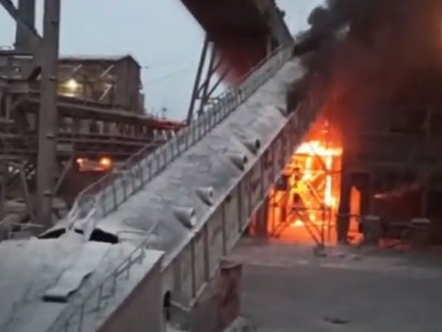 A lime processing shop caught fire at the Dnieper Metallurgical Plant (Video)