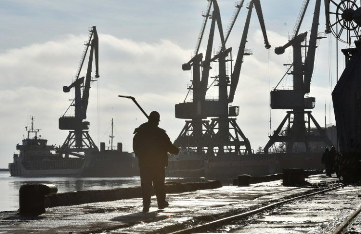 Бердянск возобновляет перевалку нефтепродуктов