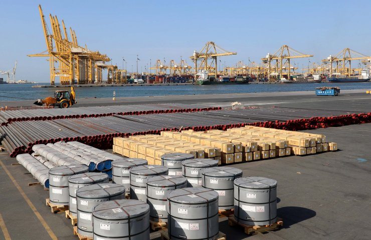 A billion tons of cargo have passed through the port of Dubai in 10 years, and most of them are metal products