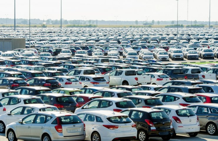 Over the year, the Ukrainian market of new passenger cars decreased by only three percent