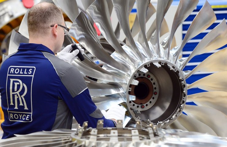 Rolls-Royce suspends production of jet engines for the first time in its history