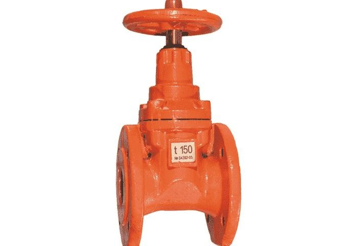 Pipe gate valve with rubber wedge