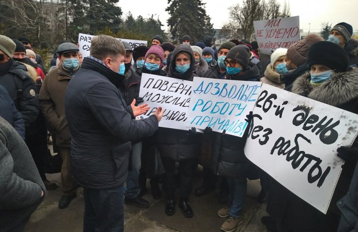 A rally of workers of the stopped shipyard was held in Mariupol