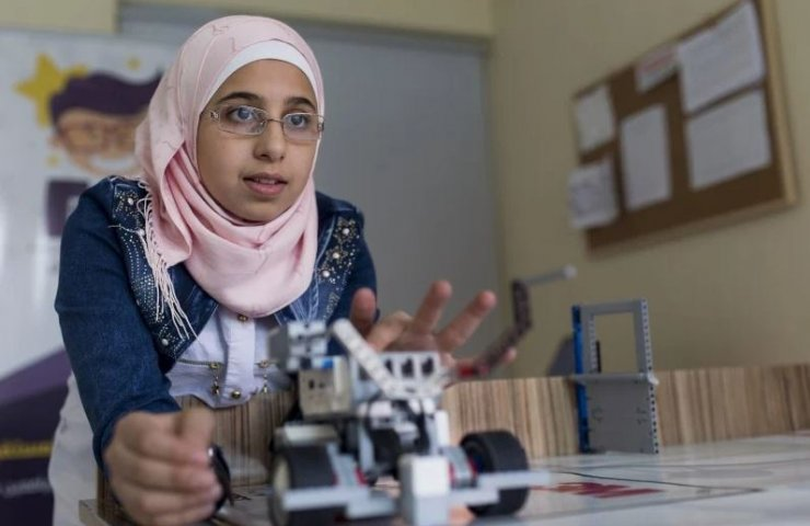 In war-torn Syria, robotics courses for girls open