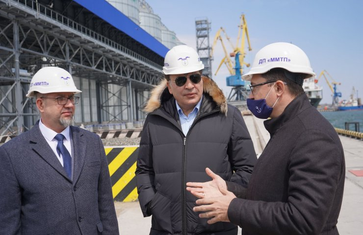 Mikheil Saakashvili walked along the berths of the Mariupol Sea Trade Port